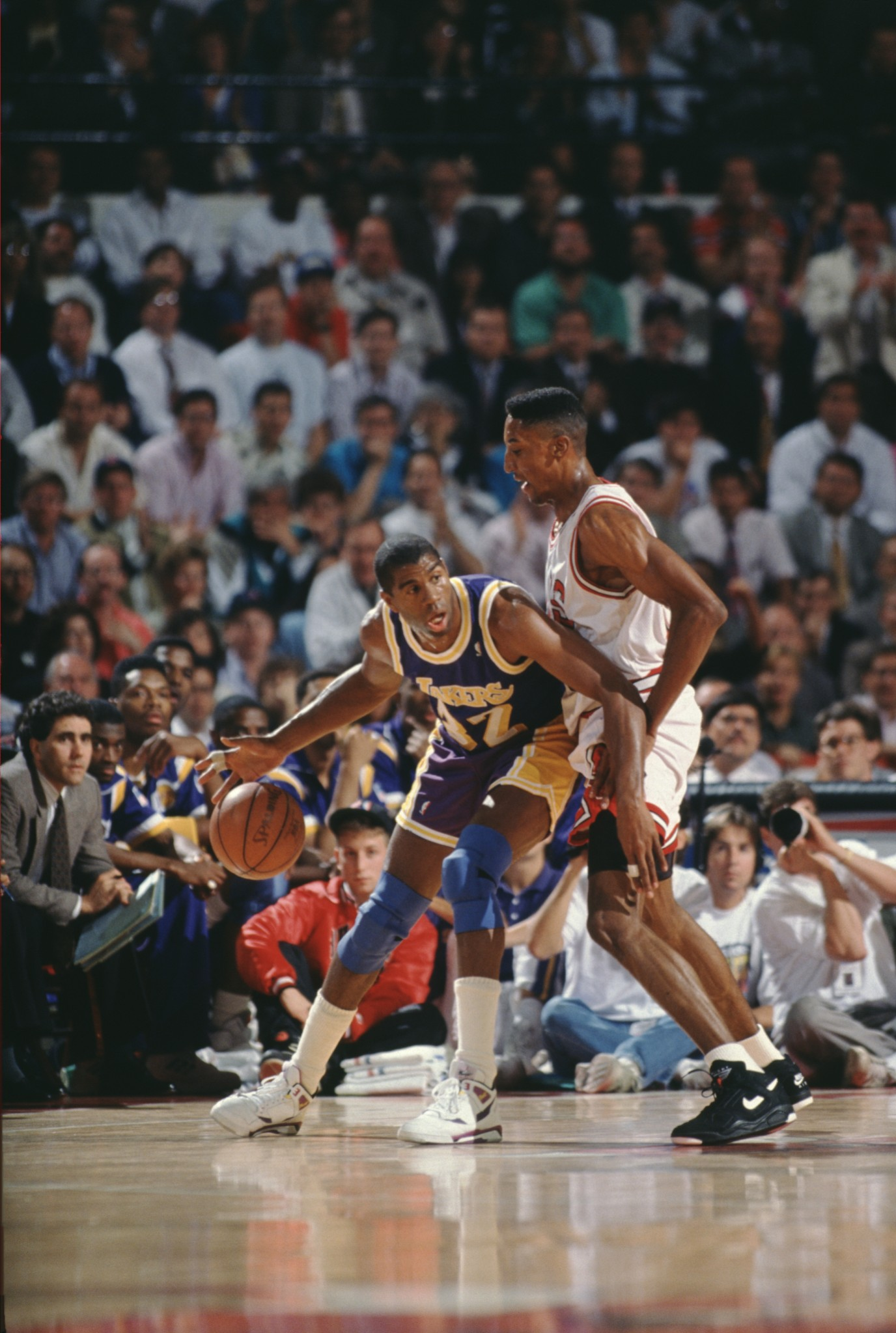 1991-06-05 - Gm 2 v LAL - 1991 NBA Finals - Scottie Pippen defends Magic Johnson - 1 - (Bill Smith)