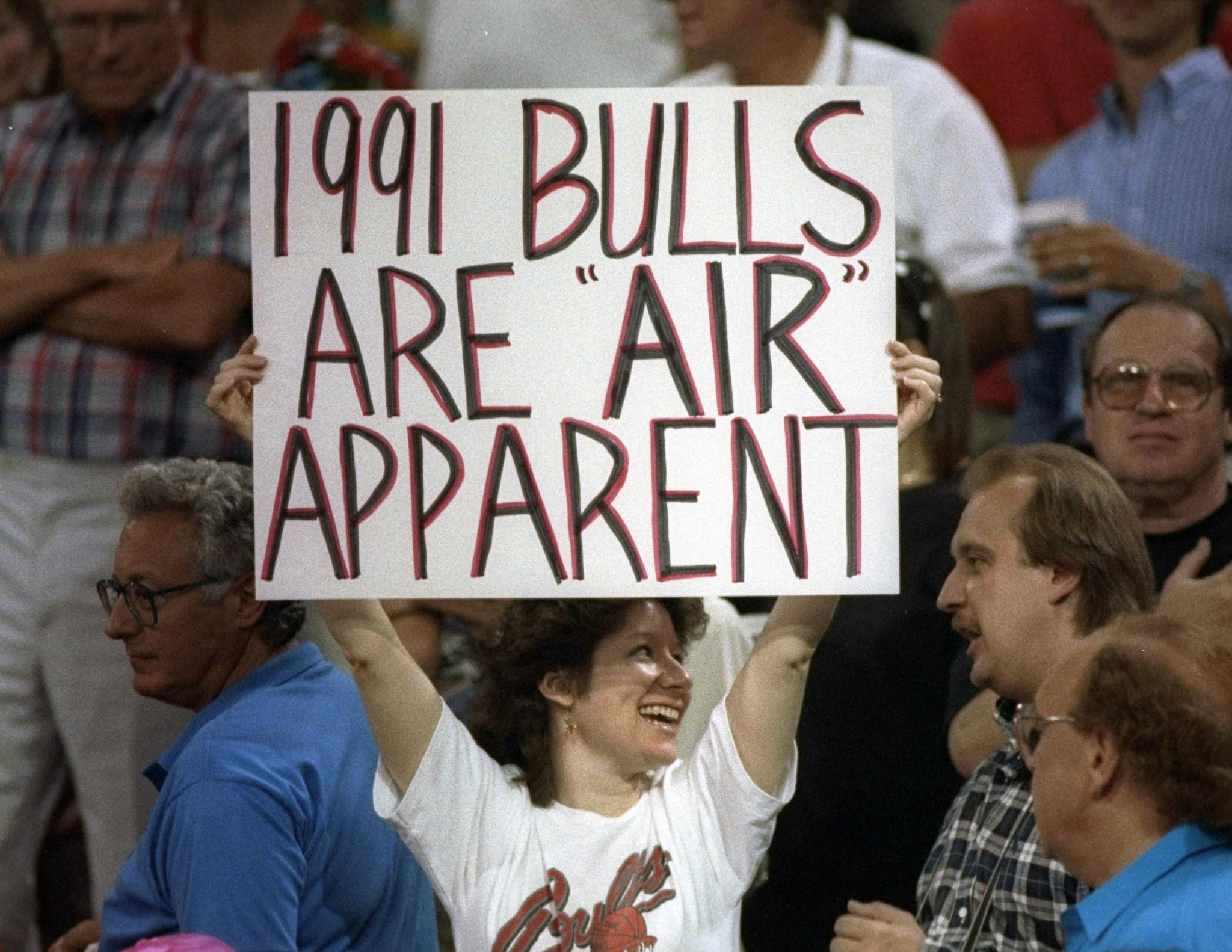 7B - 1991 - ECF - Bulls fan (NBAE Jonathan Daniel)