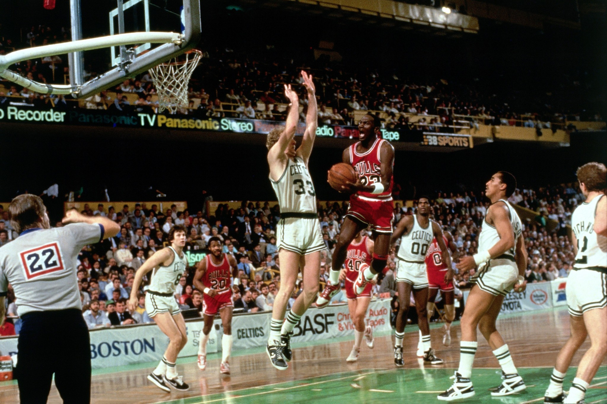 "13dfc29cdc2 ""God disguised as Michael Jordan"" – Chicago Bulls History"