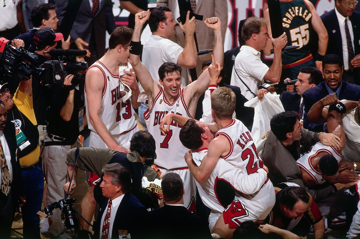 1996 – Toni Kukoc drives into the hoop against the Atlanta Hawks