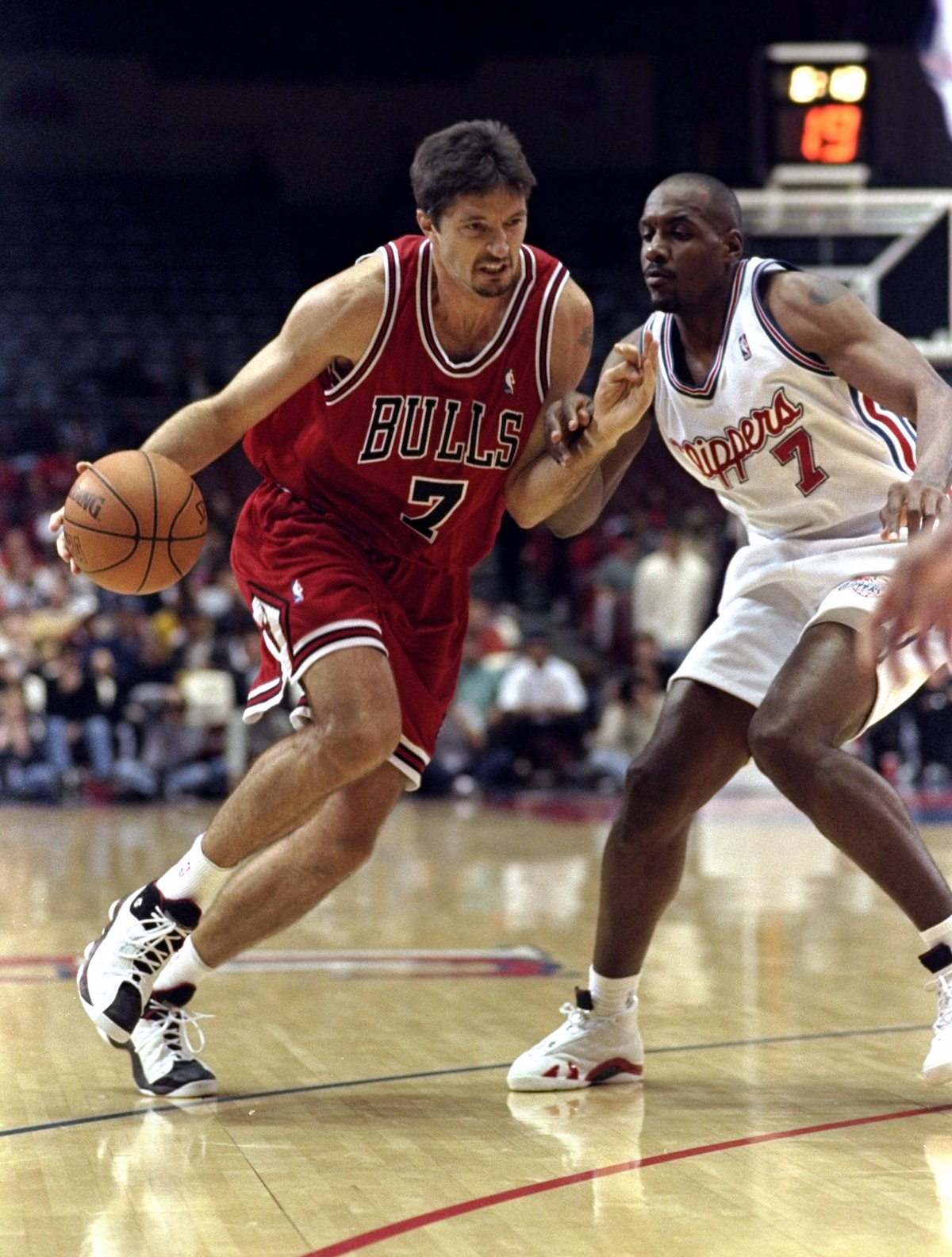 1999 – Toni Kukoc drives in against the Los Angeles Clippers