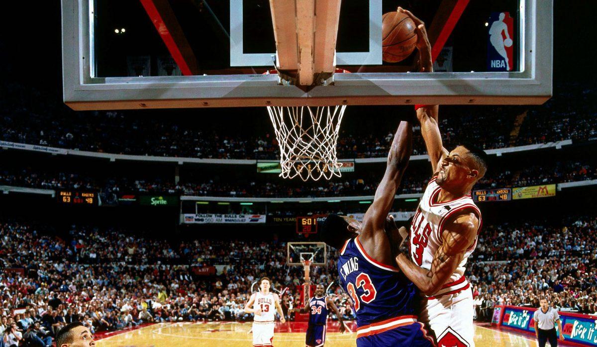 Scottie Pippen dunks on Patrick Ewing.
