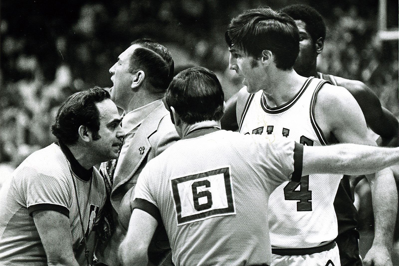 Jerry Sloan on court during the 1973-1974 NBA season.